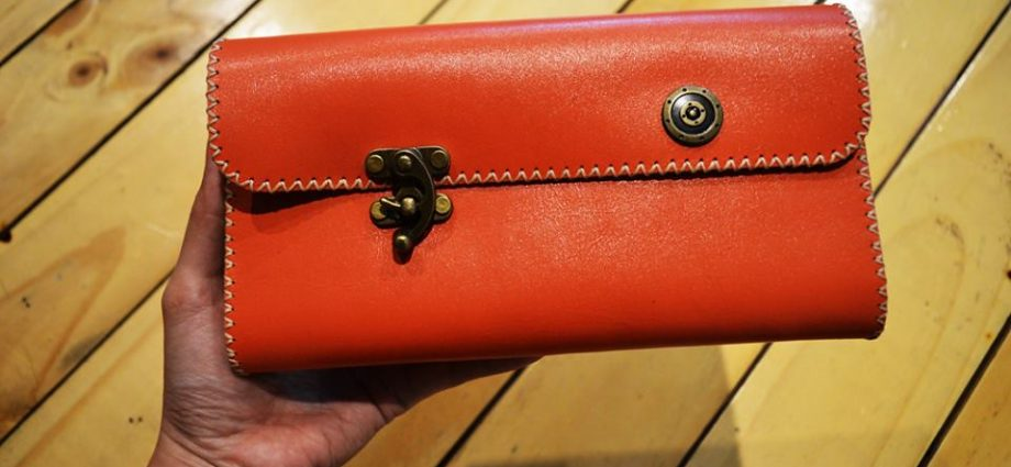 Make The Best Use Of Leather Accessories - Shopping